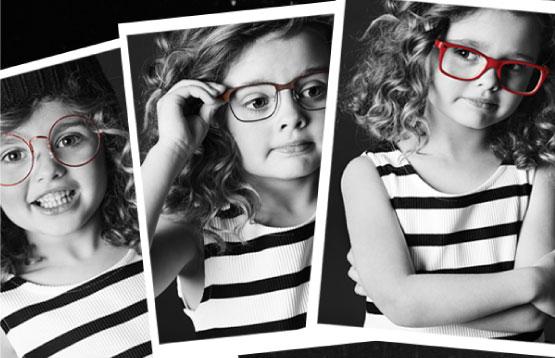 montage de trois polaroid les unes sur les autres d'une petite fille blonde à boucle portant une paires de lunettes différente sur chaque photos